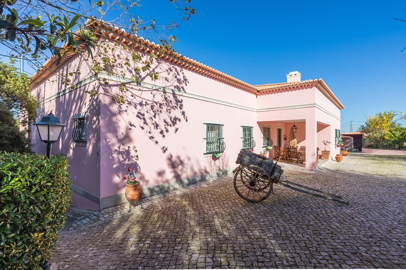Quinta dos Carvalhos - House w/ Pool and Hotub, holiday rental in Palmela