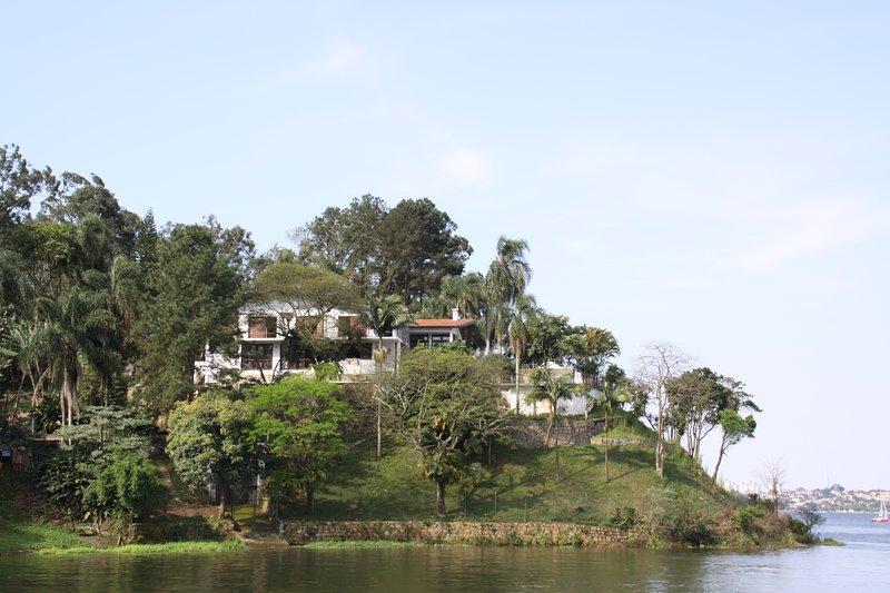 CASA PARADISO è una località in affitto, adatta per feste e riposo, praticamente un'isola a SP