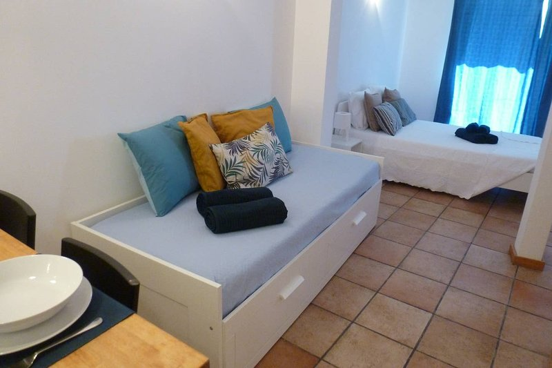 Nice apartment with balcony & Wifi, vacation rental in Cajados