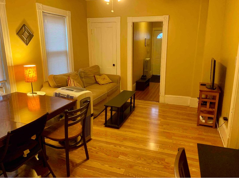 Private Room in Shared Apt (SU1-2), alquiler de vacaciones en Arlington