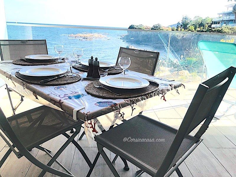 appartement dans résidence de standing vue mer 2/4 pers-piscine, location de vacances à Sari-Solenzara