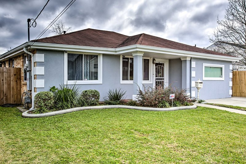 NEW! Home w/ Porch & Grill, 4 Mi to French Quarter, holiday rental in Metairie