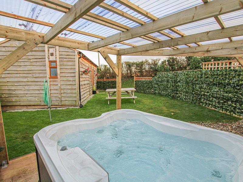 CHERRY LODGE, Open-plan living, Romantic, Washford, holiday rental in Washford
