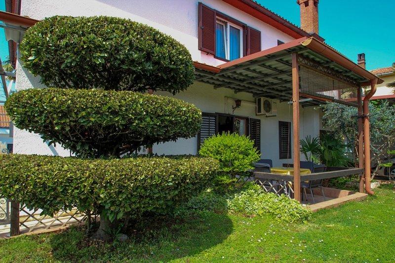 Holiday home 104775 - Holiday apartment 205239, location de vacances à Fiorini