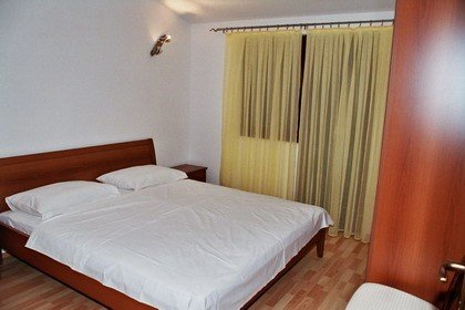 Holiday home 105100 - Holiday apartment 5803, vacation rental in Vrsine