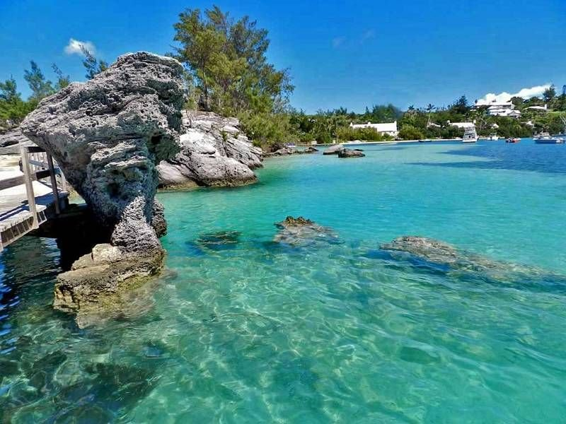 Modern 1 Bedroom Steps Away From Snorkeling With Turtles, holiday rental in Sandys Parish