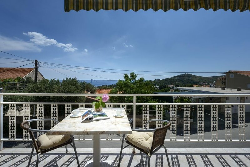Apartments Botica- Studio Apartment with Balcony and Sea View, holiday rental in Srebreno
