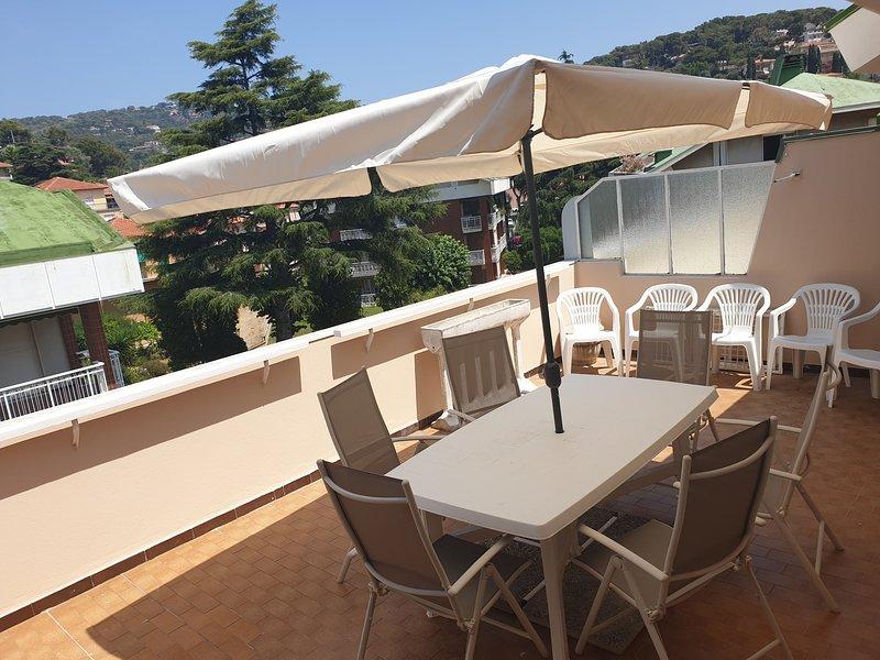 attico lussuoso con terrazzo e box, vacation rental in Andora
