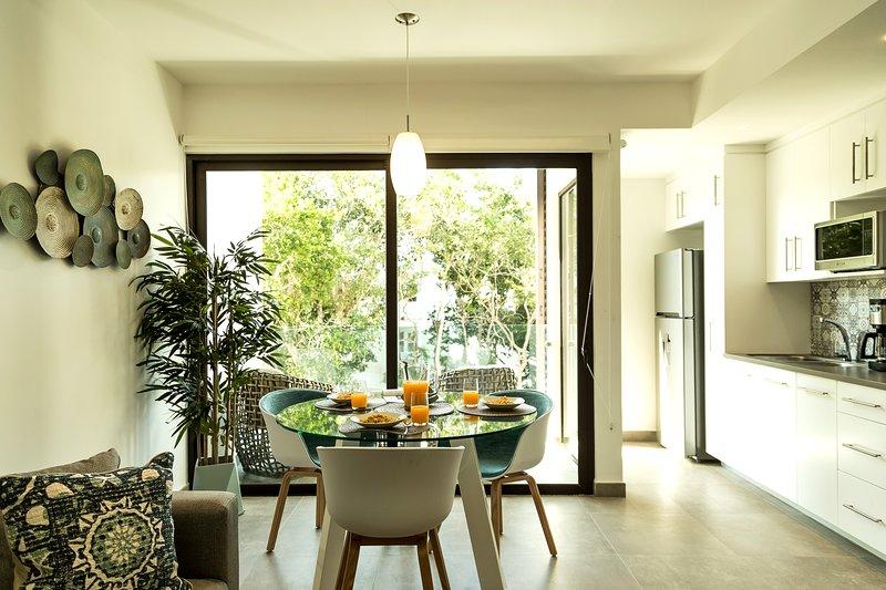 Stylish One Bedroom for up To 4 People at Aldea Zama, alquiler de vacaciones en Tulum Beach