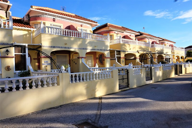Cabo Roig - 2 bed Townhouse (i4), holiday rental in La Zenia