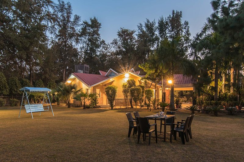 Solitude In The Woods by Vista Rooms, Ferienwohnung in Faridabad District