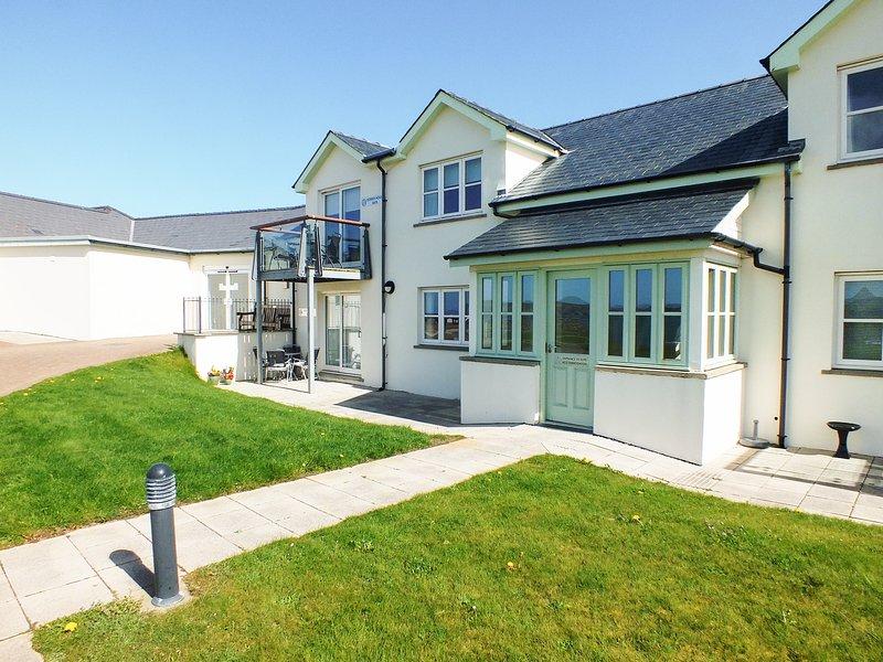 The Ben Hogan Suite, Newport, Pembrokeshire, holiday rental in Moylegrove