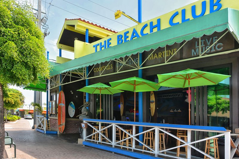 Siesta Key is loaded with shops, restaurants, pubs, and so much more...