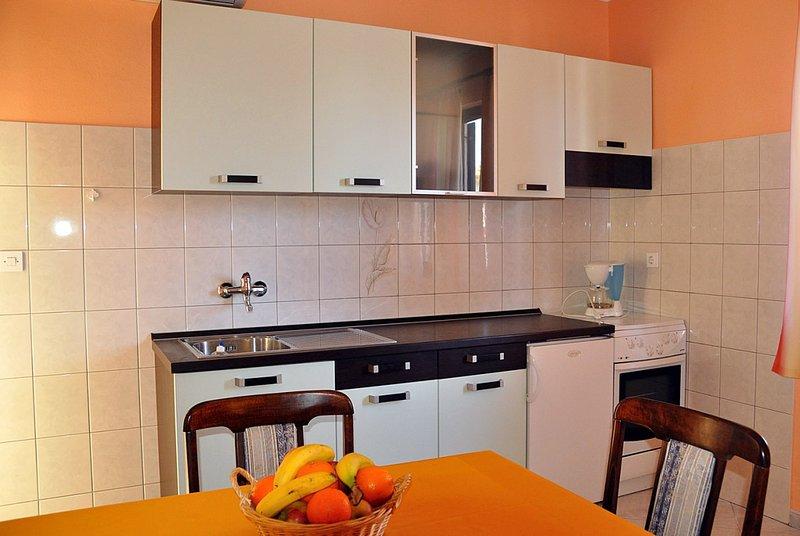 Holiday home 140897 - Holiday apartment 119328, location de vacances à Varvari