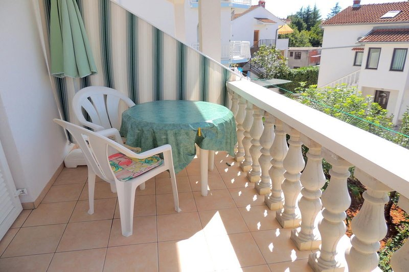 Holiday home 106459 - Holiday apartment 267, location de vacances à Radici