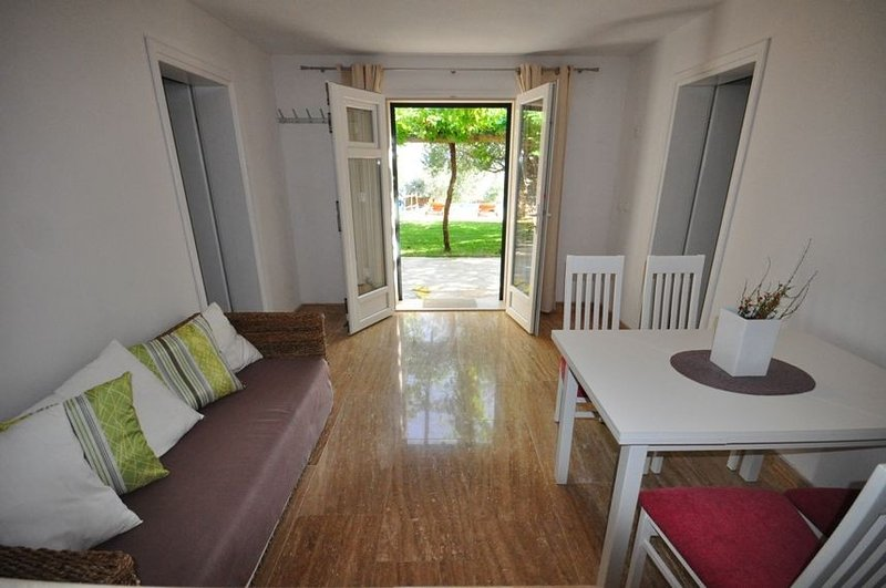 Holiday home 156563 - Holiday home for sole use 150294, location de vacances à Murvica