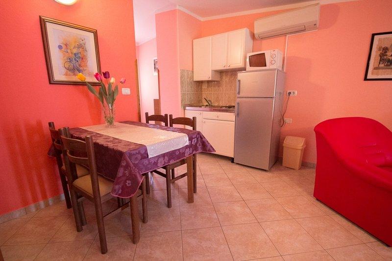 Holiday home 144213 - Holiday apartment 127698, location de vacances à Fiorini