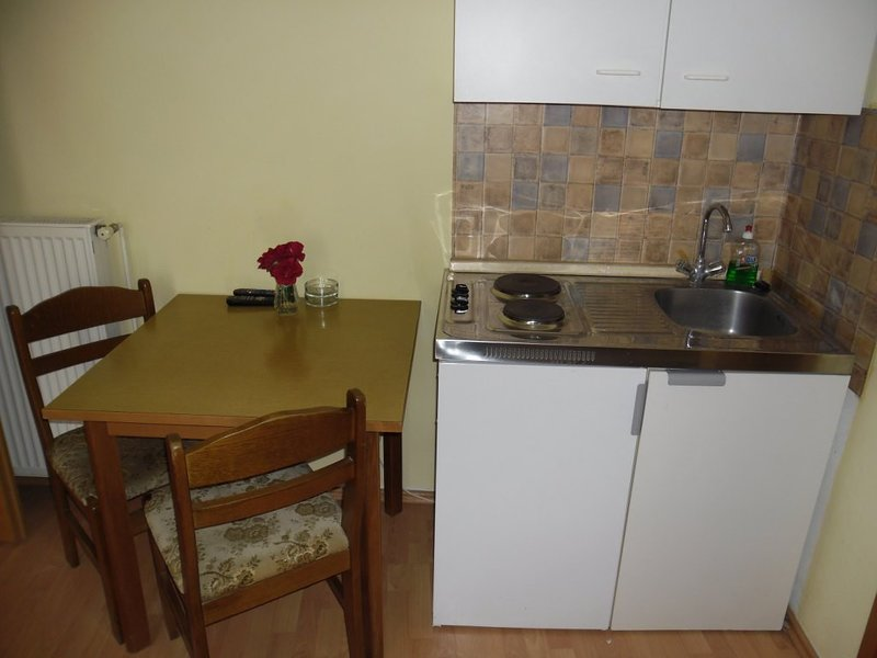 Holiday home 147566 - Studio apartment 133260, casa vacanza a Konjevrate