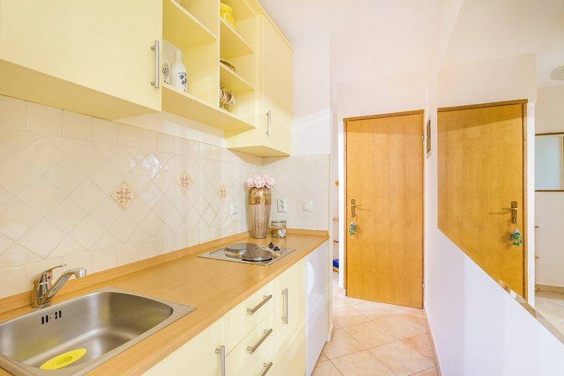 Holiday home 143059 - Holiday apartment 125485, casa vacanza a Omisalj