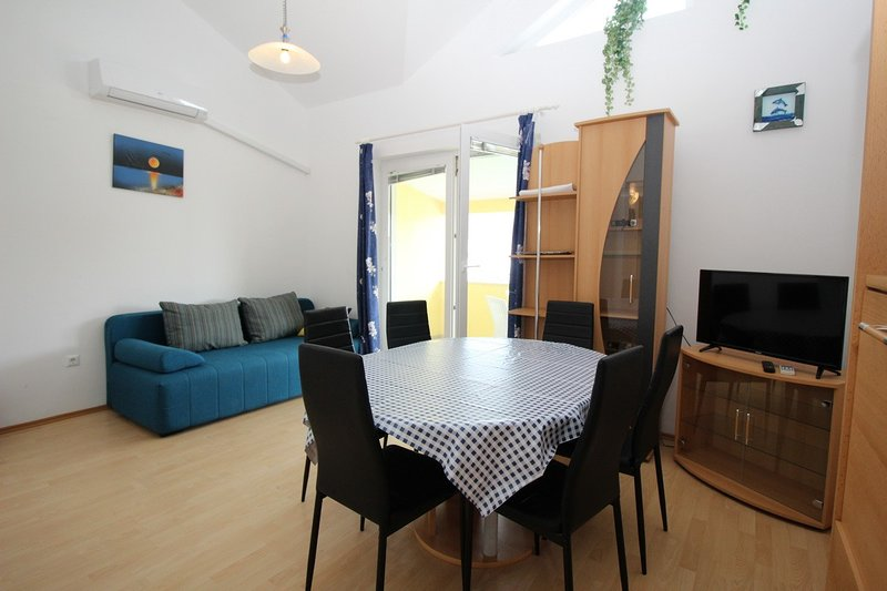 Holiday home 110146 - Holiday apartment 144931, vacation rental in Batomalj
