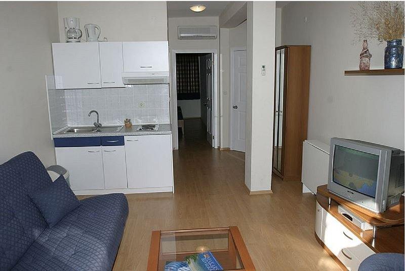 Holiday home 140695 - Holiday apartment 118805, casa vacanza a Drvenik