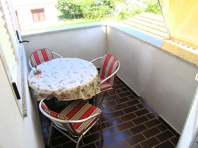 Holiday home 119338 - Holiday apartment 33109, casa vacanza a Vrbnik