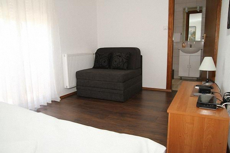 Holiday home 163776 - Guest room 165362, holiday rental in Grabovac