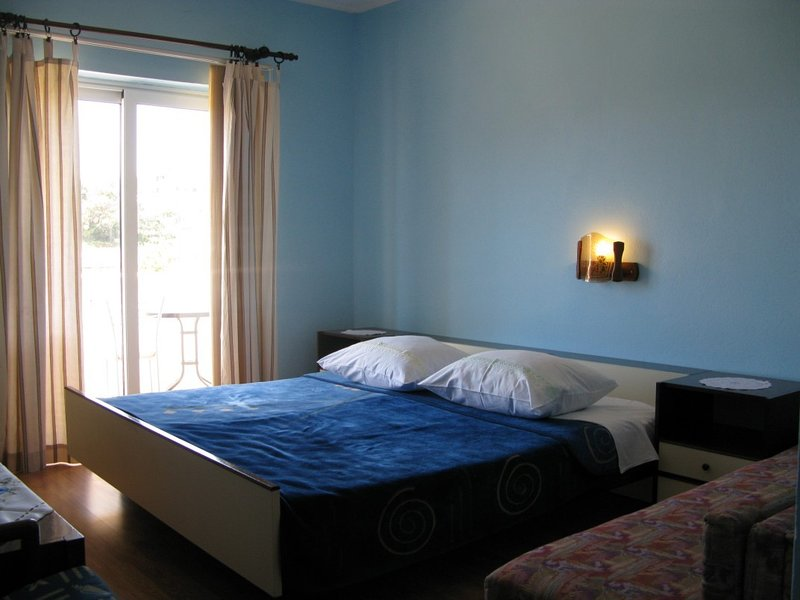 Holiday home 140684 - Guest room 118774, vacation rental in Mundanije