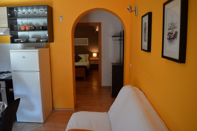 Holiday home 154451 - Holiday apartment 145458, location de vacances à Prvic Luka