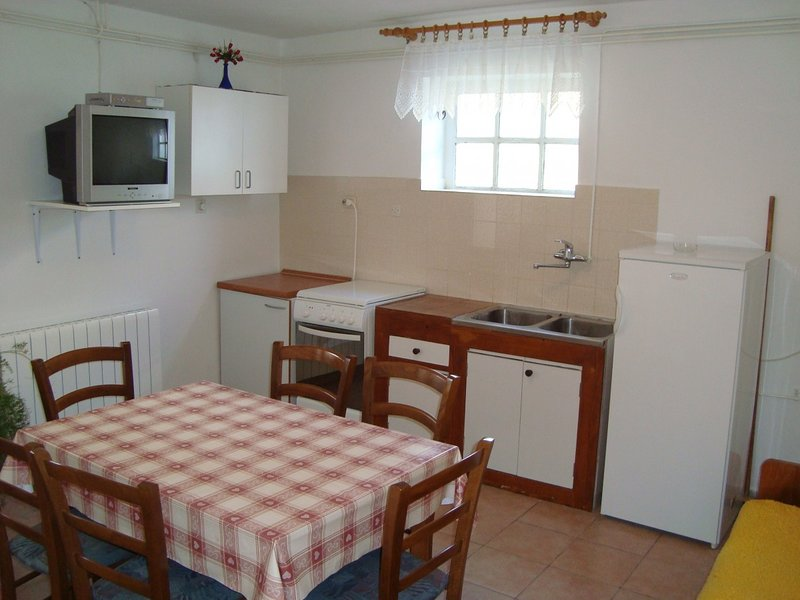 Holiday home 141937 - Holiday apartment 122059, holiday rental in Jurandvor