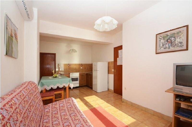 Holiday home 143368 - Holiday apartment 126282, location de vacances à Prizba