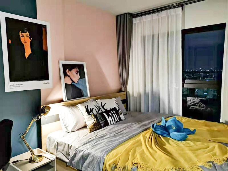 【hiii】Pink Bourbon*with Kitchen*10minTo Grand Palace&KhaoSanRd*MRT Bang Yi Khan, holiday rental in Bang Kruai