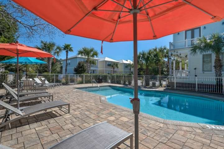 Family Friendly Layout-Steps to Pool-Short Walk to Beach-Walk to Shops and Resta, holiday rental in Santa Rosa Beach