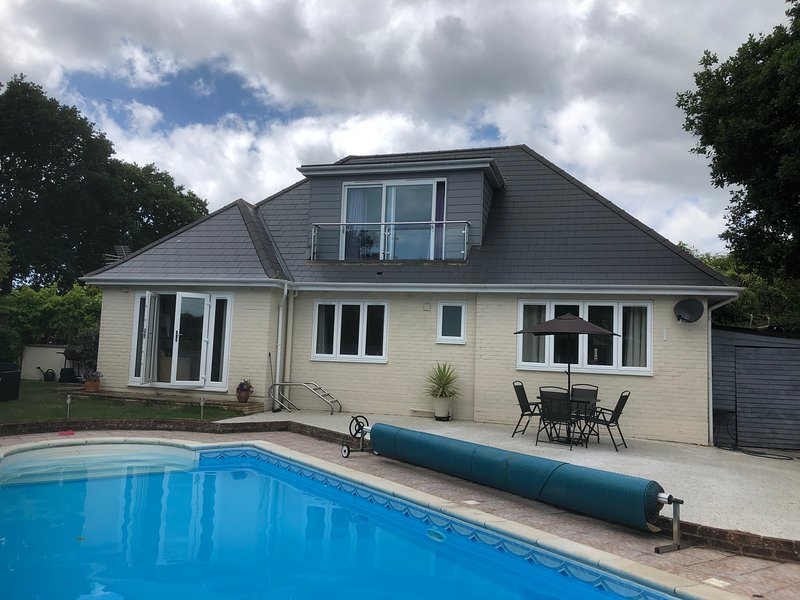 Luxury 4 bed detached house with large private swimming pool., location de vacances à Burton