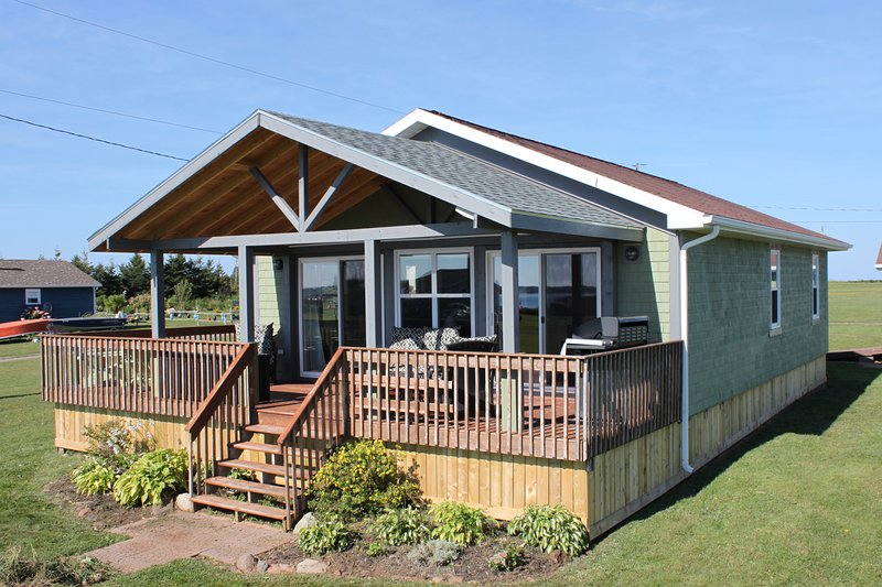 North Shore PEI Cottage - beaches, sunsets, and lobster are waiting!, vacation rental in Ellerslie