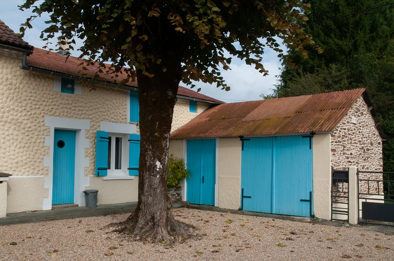 Lime Tree Gîte (2 star rating) comfy one bed Gîte, vacation rental in La Coquille