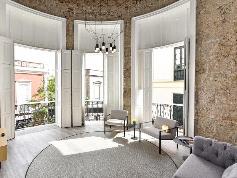 Luxury Flat Sofia OFF TRIANA, aluguéis de temporada em Pino Santo