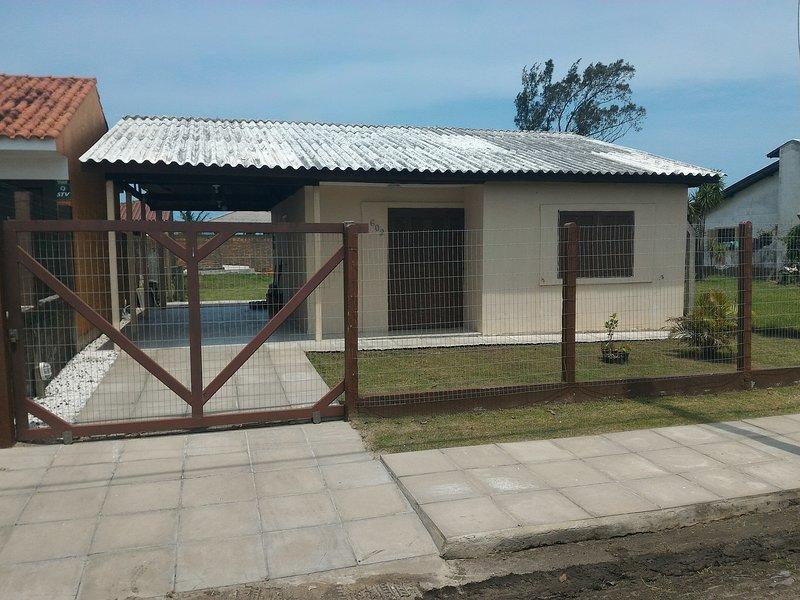 Casa 3 Dormitórios com Suíte, vacation rental in Arroio do Sal