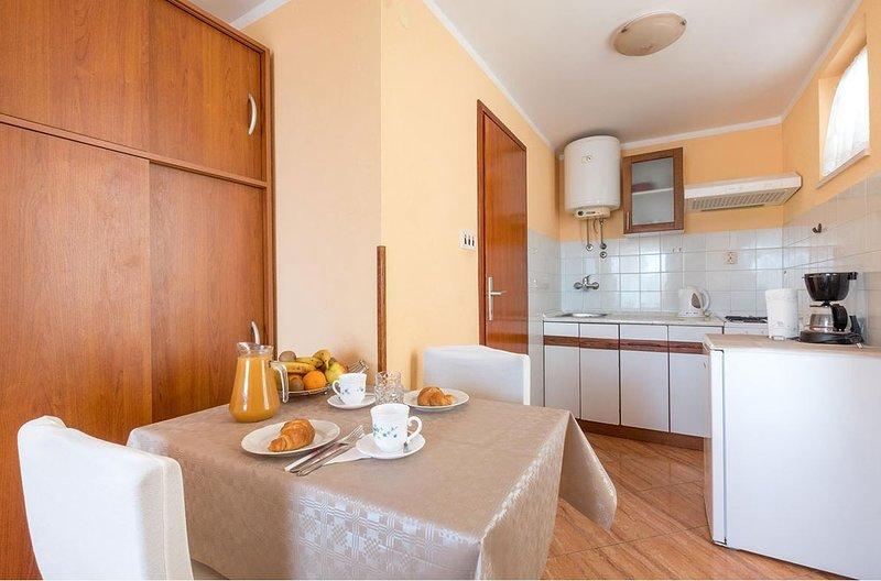 Holiday home 143993 - Studio apartment 127172, vacation rental in Srebreno