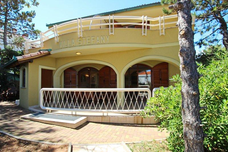 Holiday home 120195 - Holiday apartment 36942, vacation rental in Batomalj