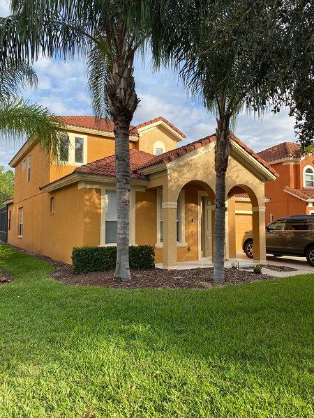 Casa Amore, beautiful 5 bed villa in  Orlando,  close to  all  the attractions!, vacation rental in Orlando