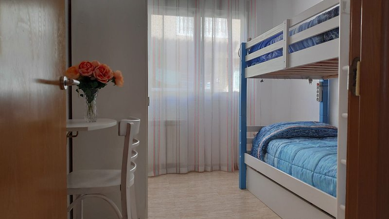 ☑ Brand New Private Cozy Double Room with Bunk Bed, bright and comfortable., casa vacanza a Siesta