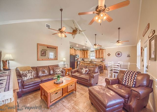 Gated community with a private beach!! Guadalupe Riverfront!! Cliff View #4, holiday rental in New Braunfels