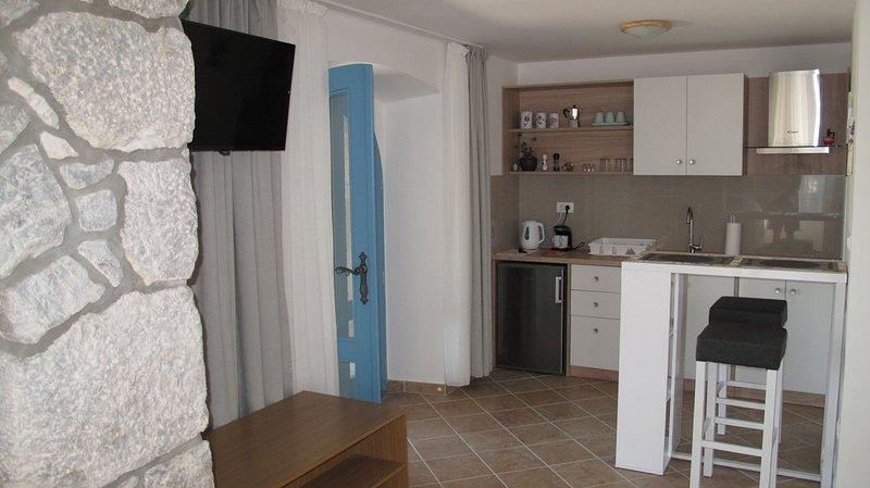 Holiday home 191673 - Studio apartment 230382, aluguéis de temporada em Kapovci