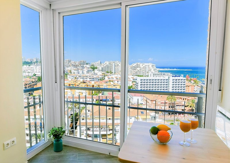 Benalmadena Seafront Top Floor Studio, location de vacances à Arroyo de la Miel