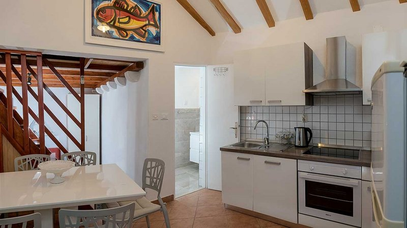 Holiday home 163844 - Holiday home for sole use 165484, location de vacances à Murvica