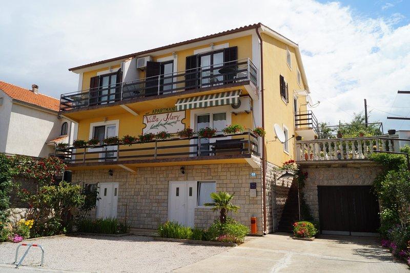 Holiday home 162826 - Holiday apartment 163365, casa vacanza a Omisalj