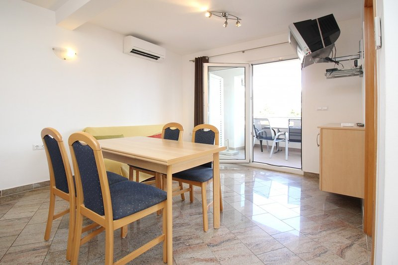 Holiday home 106673 - Holiday apartment 86316, vacation rental in Batomalj