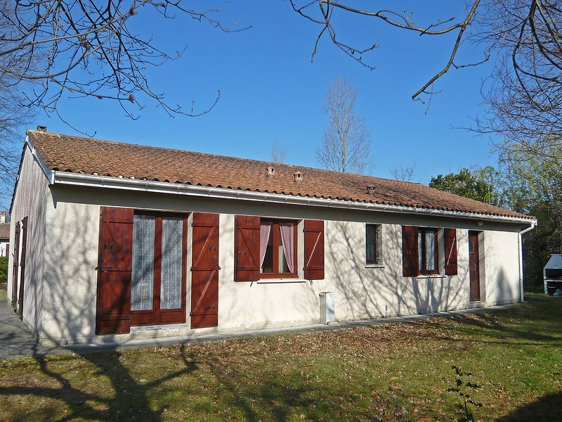 Closeries, holiday rental in Le Temple