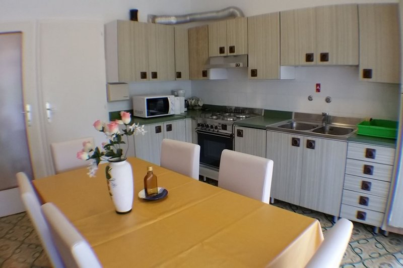 Holiday home 140675 - Holiday apartment 119553, alquiler vacacional en Lukoran